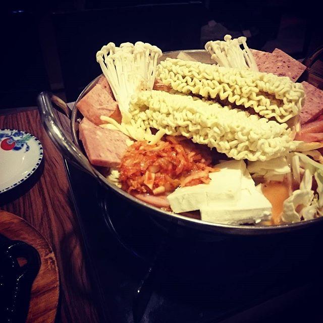 今夜は早めに仕事切り上げて、鍋で - from Instagram