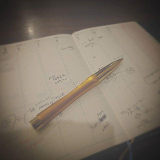 最近は仕事が遅いので、夜遅くに一人寂しく  飯&反省会 - from Instagram